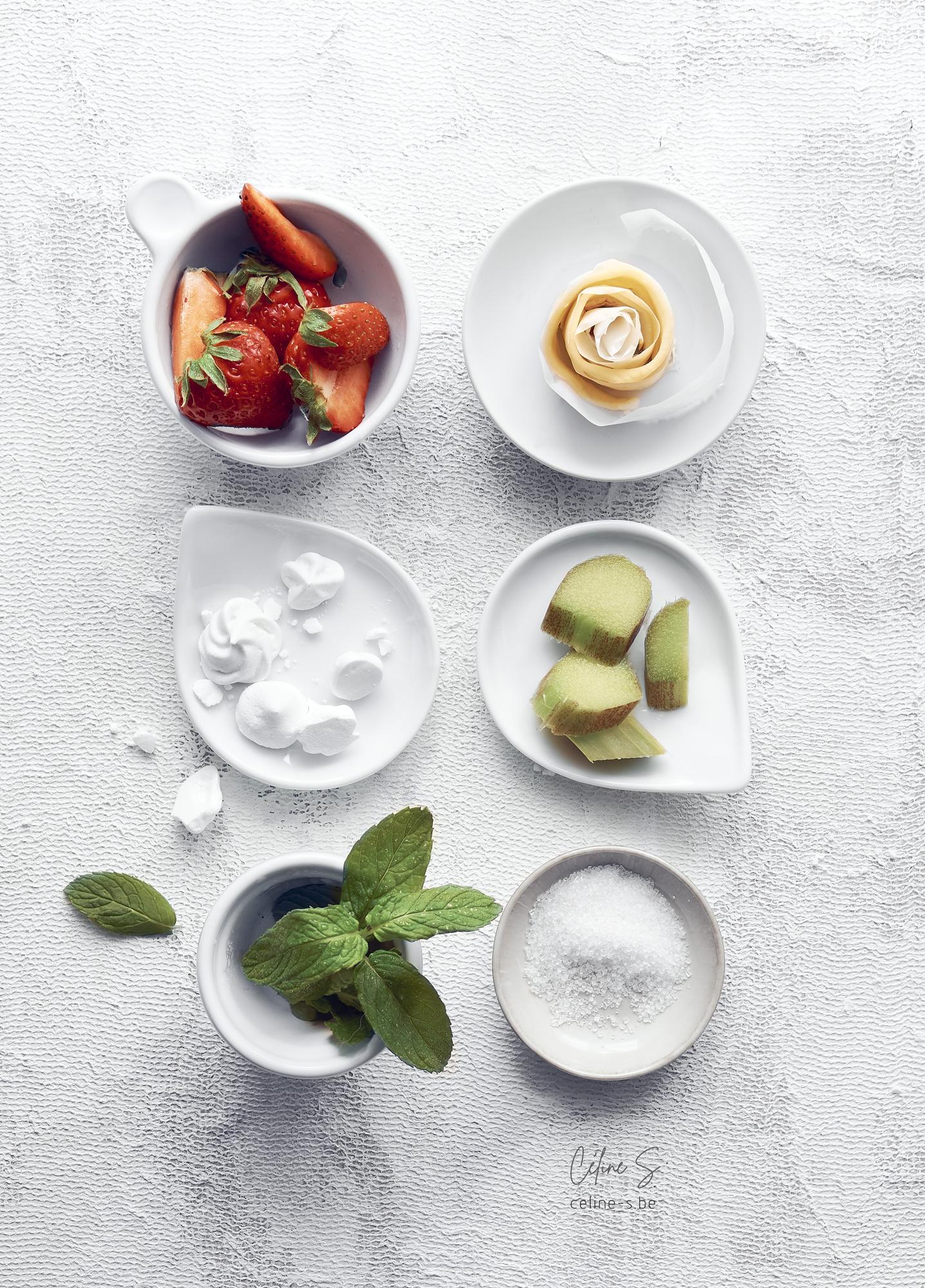 ingrédients de la tarte aux fraises fraîches et rhubarbe - recette de Céline Stiévenard, styliste et photographe culinaire