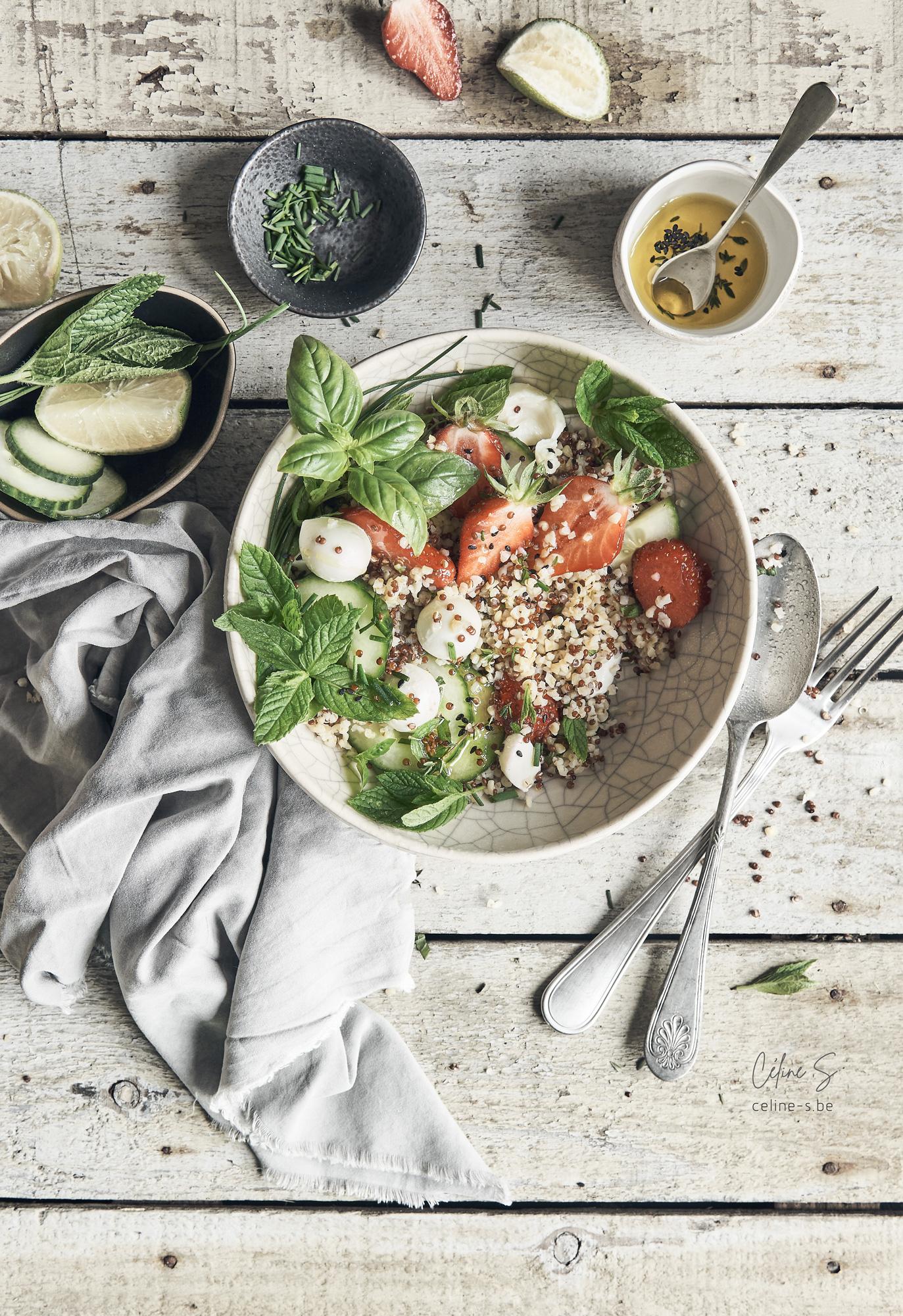 Céline Stiévenard - recette et photo de salade boulgour, fraise, kinoa et mozzarella- styliste culinaire food - création de photo food - Liège, Belgique
