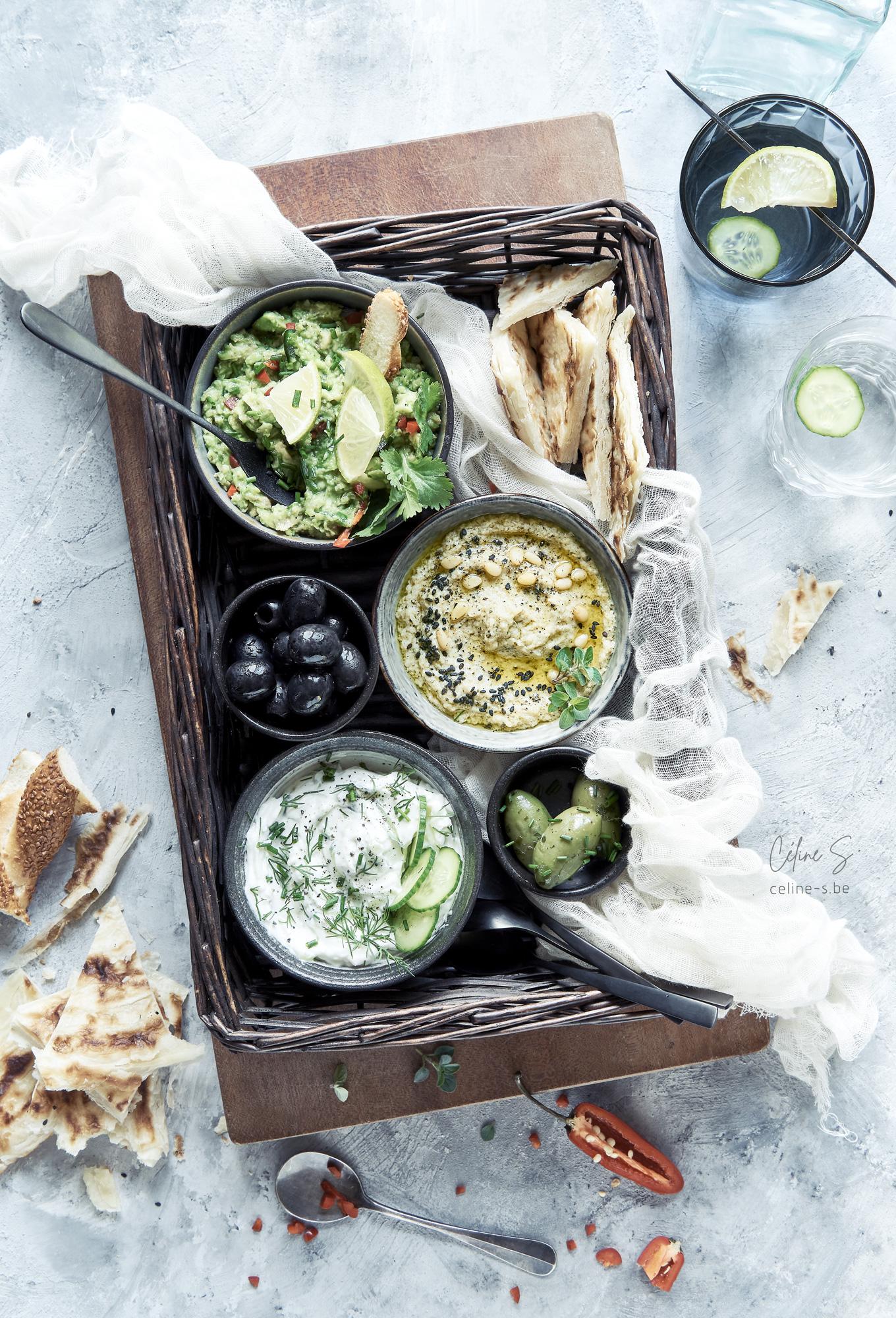 céline Stiévenard - recette et photo panier dipping zakouski grec guacamole, aubergine et tatziki - - styliste culinaire food - création de photo food - Liège, Belgique
